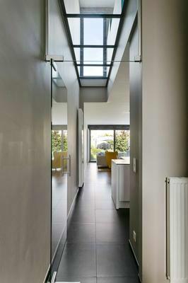 VERKOCHT - Gerenoveerde designwoning met veel lichtinval