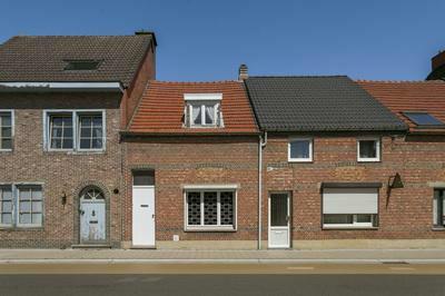 Verkocht  - Te renoveren woning met garage