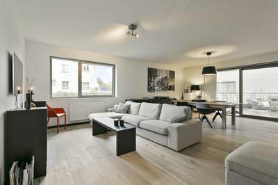 Prachtig 'loft-style' appartement met zonnig terras en garage.