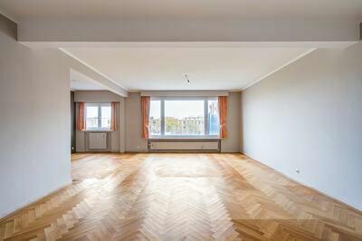 Zeer groot (190m2) appartement met 3 slaapkamers, extra berging en garage