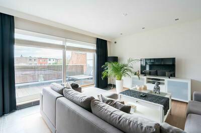 Prachtig duplex appartement met ruim terras en parking
