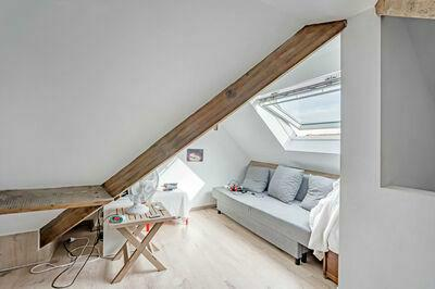 Woning met 4 slaapkamers in een doodlopende straat met gezellig pleintje voor de deur